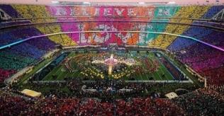 crowd-shot-of-superbowl believe in love