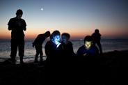 refugees-beach-phones